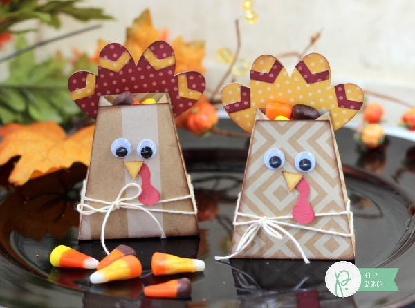 Turkey Treat Bags made from the @pebblesinc Home + Made kraft paper by @ribbonsandglue