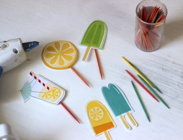 Fun in the Sun cardstock shapes from @pebblesinc turned into easy DIY cupcake toppers