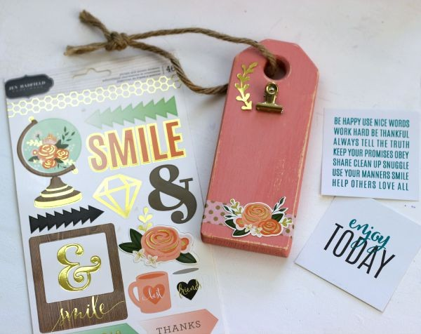 Wood Tag made with the @pebblesinc DIY Home collection from @jenhadfield by @ribbonsandglue