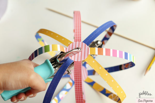 create a fun paper spinner toy with your kids today! follow this tutorial from @evapizarrov using the Sun & Fun line from @pebblesinc
